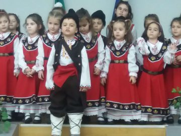 носии за деца от Свищовско