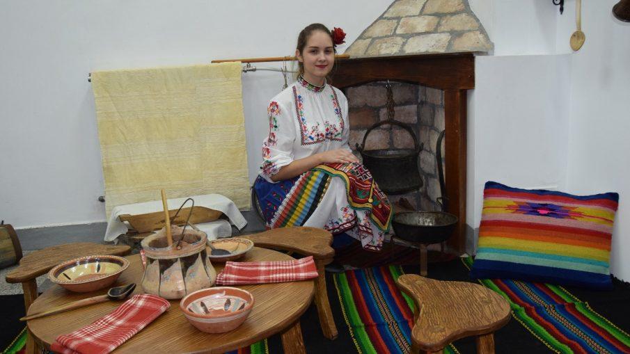 "СУ ""Георги Измирлиев"" етнографски кът"