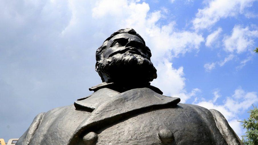 Христо Ботев паметник