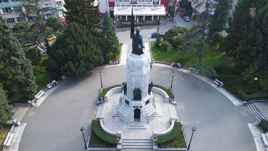 """паметник """"Майка България"""""""