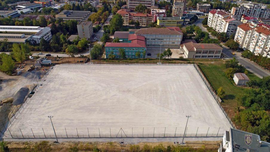 нов футболен терен