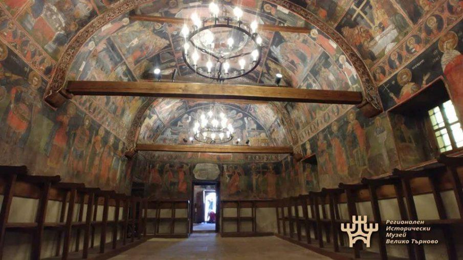 църкви Арбанаси, богослужения