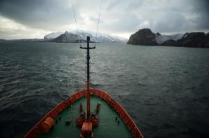 Остров Дисепшин - снимка от мостика на кораба Есперидес 1